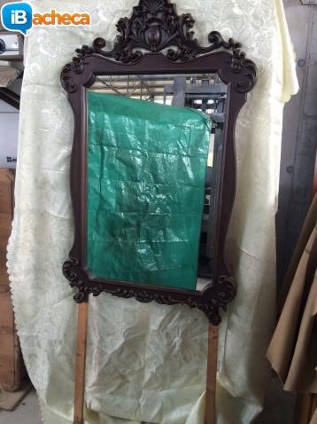 Immagine 1 - Specchio in legno e comò